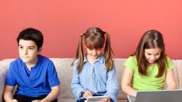 Granie w grę komputerową nie może być zamiennikiem innych interakcji społecznych - zabawy, rozmowy, grupowych zajęć ruchowych.