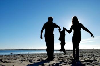 635944335991344886995813220_parents_child_silhouette1
