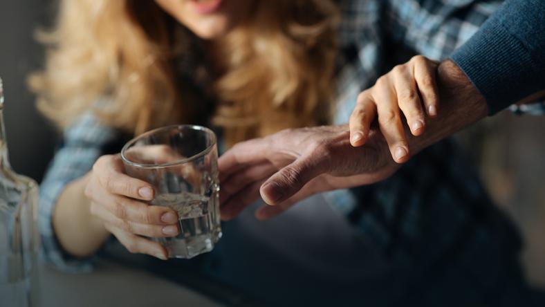 Umawianie się z alkoholikiem na wczesnym etapie zdrowienia